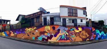 Mural pared de escaleras Eva Bracamontes