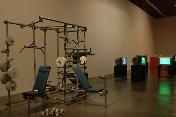 Farolito_Vista de la exposición Micropolíticas Arte y cotidianidad (2001-1968),